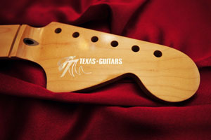 TT-Texas-Strat-Peg-Head-Pearl-small-webb